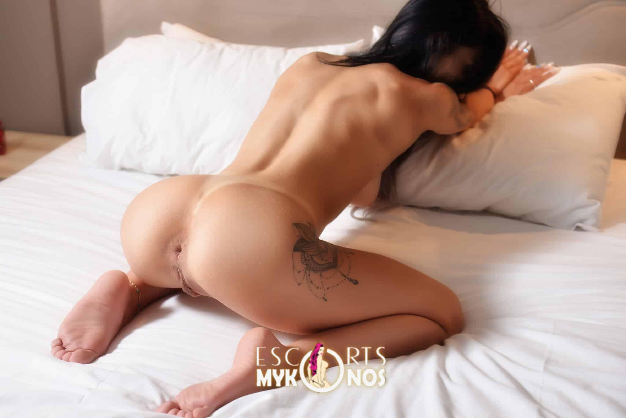Sexy-Instagram-model-Mykonos-2048x1367